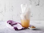 Halswickel aus Heilerde und Apfelessig gegen Entzündungen