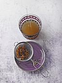 Vier-Winde-Trunk aus Heilerde, Kümmelsamen und Apfelessig