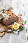 Potato bread with rocket, ham and a fried egg