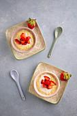 Kokos-Orangen-Reis mit Erdbeeren
