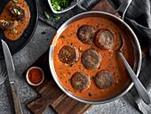 Vegan meatballs in pepper sauce