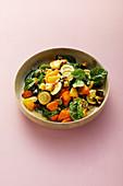Geröstetes Gemüse mit frischem Spinat