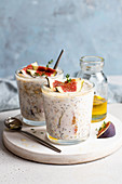 Oatmeal chia pudding with figs