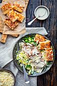 Salat mit gebackenem Truthahn und Croutons