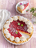 Red currant cake with small meringues