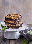 Geschichteter Blaubeer-Streusel-Kuchen
