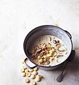 Clam Chowder (Muschelsuppe, New England) mit Austerncrackern