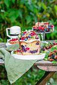 Sommerlicher Beeren-Kastenkuchen