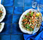 Getreidesalat mit Lachs und Chili-Minz-Dressing