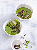 Green kiwi and spinach smoothie bowl