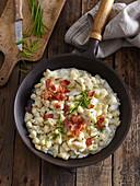 Bryndza halushki - Slowakische Kartoffelnocken mit Speck und Schafskäse