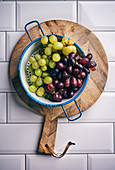 Blue and green table grapes