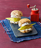 Mini burgers with fresh goat's cheese and pear