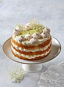 Elder cake with meringues