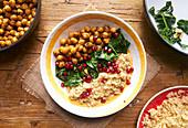 Quinoa mit Spinat, Kichererbsen und Garam Masala