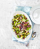 Hühnchen-Avocado-Salat mit Blaubeer-Balsamicodressing
