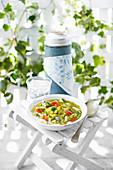 Sommerliche Soupe au Pistou (provenzalische Gemüsesuppe)