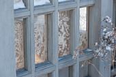 Eisblumen an den Fenstern vom Teehaus