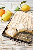 Zitronen-Schmand-Kuchen mit Baiser