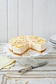 Zitronen-Parfait-Torte mit Kokos und Joghurteis