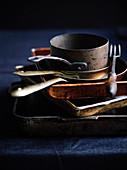 Töpfe, Pfannen und verschiedene Formen für den Backofen