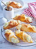 Puff pastry tubes with honey cream