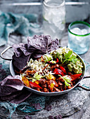 Vegetarisches Chili mit Guacamole