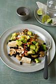 Vegan Mexican hash with tofu und avocado