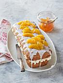 Kokos-Kastenkuchen mit Cremefüllung und Orangenfilets