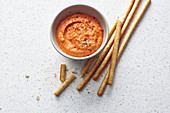 Paprika-Bohnen-Dip mit Grissini