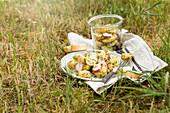 Kartoffelsalat mit Radieschen und Schnittlauch