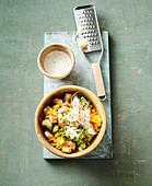 Puten-Möhren-Salat mit Parmesandressing