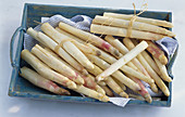A tray of white asparagus