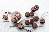 Cookie-Eis und vegane Cookies mit Eisfüllung