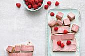 Vegan raspberry cheesecake bites