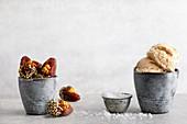 Veganes Dattel-Karamell-Eis und gefüllte Datteln