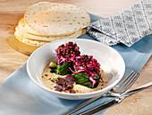 Spinat-Wraps mit Belugalinsen und Rotkohl