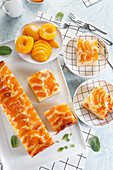 Yoghurt cake with pieces of peaches