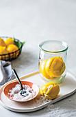Eingemachte Zitronen mit grobem Salz
