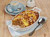 Pina-Colada-Frühstücksauflauf mit Haferflocken, Ananas und Kokos