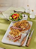 Schnitzelbrot mit mit Käse und Sauerkrauthaube
