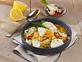 Fischeintopf mit Gemüse und Vermouth