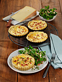 Quiche tartlets with lamb's lettuce