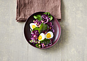 Red cabbage and chickpea salad with egg