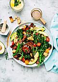 Broccolini-Salat mit Parmesan und Pancetta