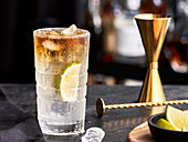 Drink 'Dark and Stormy' mit Spicy Ginger