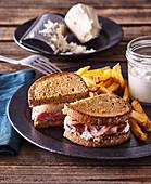 Sandwich with roastbeef and horseradish mayonnaise