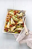 Gebackener Feta aus dem Ofen mit Zucchini, Tomaten und Kapern