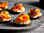 Carrot and cream cheese disks