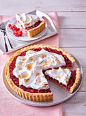 Red currant cake with meringue